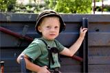 Kinder entdecken das Leben auf dem Bauernhof